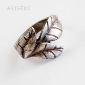 Srebrny pierścionek z listkiem b414