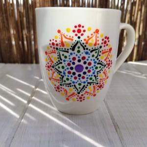 Kubek z ręcznie malowanym wzorem