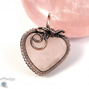 Kwarc, Miedziany wisior z kwarcem różowym, ręcznie wykonany, prezent dla niej, prezent dla mamy, prezent urodzinowy, serduszko