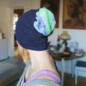 czapka damska granatowa dzianina z kwiatami