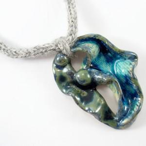 Naszyjnik z wełny z ceramiką, niebiesko zielony