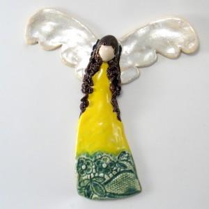 Anioł ceramiczny żółto zielony, zawieszka na ścianę