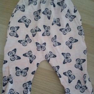 Spodnie w motylki 62