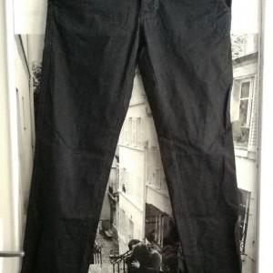 czarne materiałowe spodnie styl slim chinos