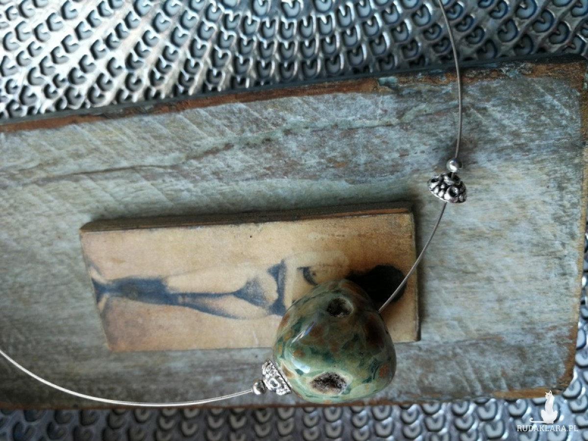 naszyjnik kolia koło obroża kamienie metal