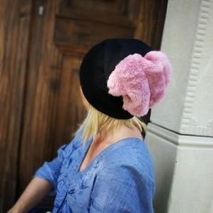 czapka damska czarna z różowym futrem