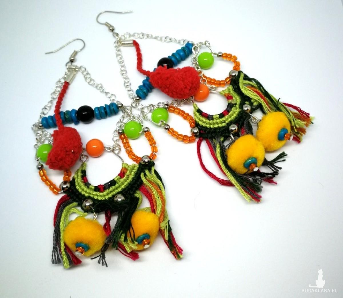 kolczyki długie pompony etno boho kolorowe indiańskie