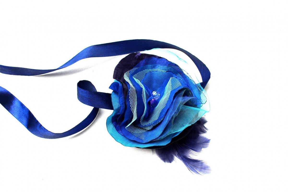 Korsarz - przypinka na rękę niebieska