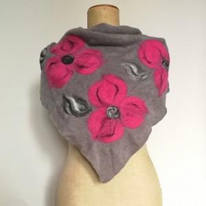 szara chusta handmade wełniana zima kwiaty merynosy