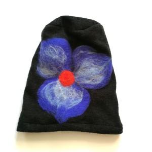 czapka wełniana damska czarna z kwiatem