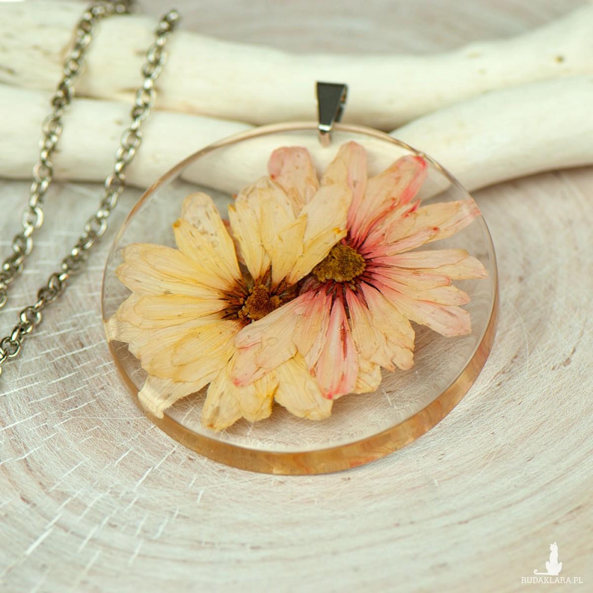 Naszyjnik z suszonym kwiatem z230