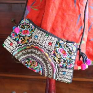 torba haftowana z pomponami