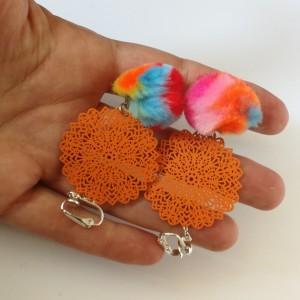 klipsy kolorowe puszki tęczowe pompony boho orient
