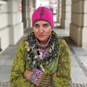 czapka damska amarant dziurawiec sportowa handmade
