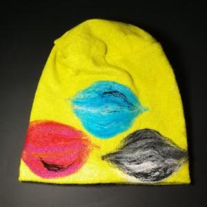 czapka wełniana filcowana żólta zimowa handmade w kwiaty na podszewce