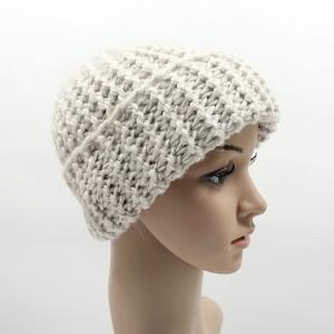 Gruba czapka Totalny Ecru unisex one size odwijana robiona na drutach
