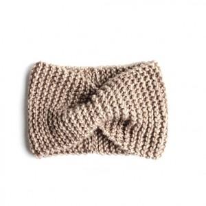 Beżowa opaska w stylu retro unisex one size robiona ręcznie na drutach