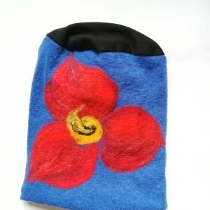 czapka wełniana filcowana niebieska zimowa handmade w kwiaty