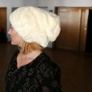 czapka futrzana zimowa ciepła długa handmade kolor ecru