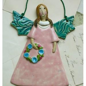 Aniołek z wianuszkiem różowy