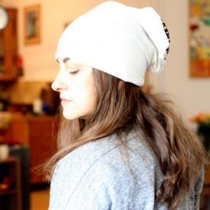 czapka biała wiosenna damska