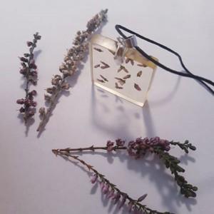 Kwadratowy wisior z kwiatami Wrzosu