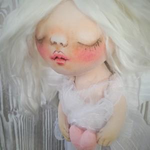 ANIOŁEK dekoracja ścienna – figurka tekstylna ręcznie szyta i malowana