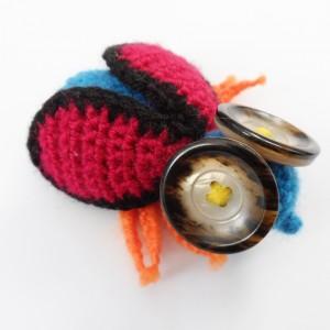Broszka szydełkowa mucha 047