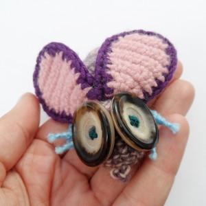 Broszka szydełkowa mucha 049