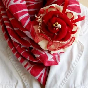 Broszka czerwony kwiat