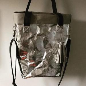 Srebrna torba z uchwytami i regulowanym paskiem na ramie - sTAMp.sklep