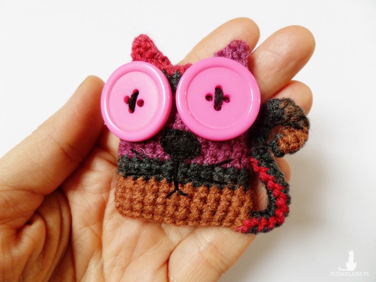 Broszka szydełkowa kotek 008