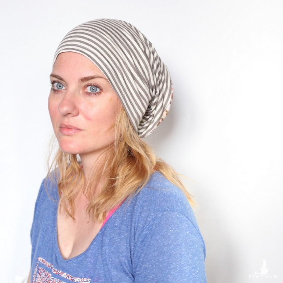 czapka damska dzianinowa w paski i jeże