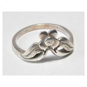 26 pierścionek vintage, śliczny, delikatny kwiatek, pierścionek polskiej, znanej spółdzielni Warmet, lata 1963 - 1986;