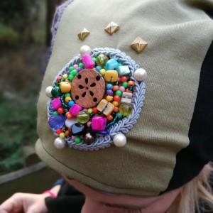 czapka szyta patchworkowo damska z haftem koralikowym