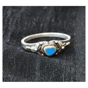 38 pierścionek vintage, śliczny, efektowny, srebrny pierścionek z serduszkiem z emalii; lata 90-te XX wieku;