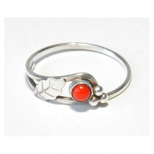 41 pierścionek vintage, pierścionek z koralem; lata 60-te; delikatny i uroczy; polecam :-)
