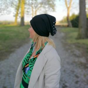 czapka damska wiosenna czarna w grochy