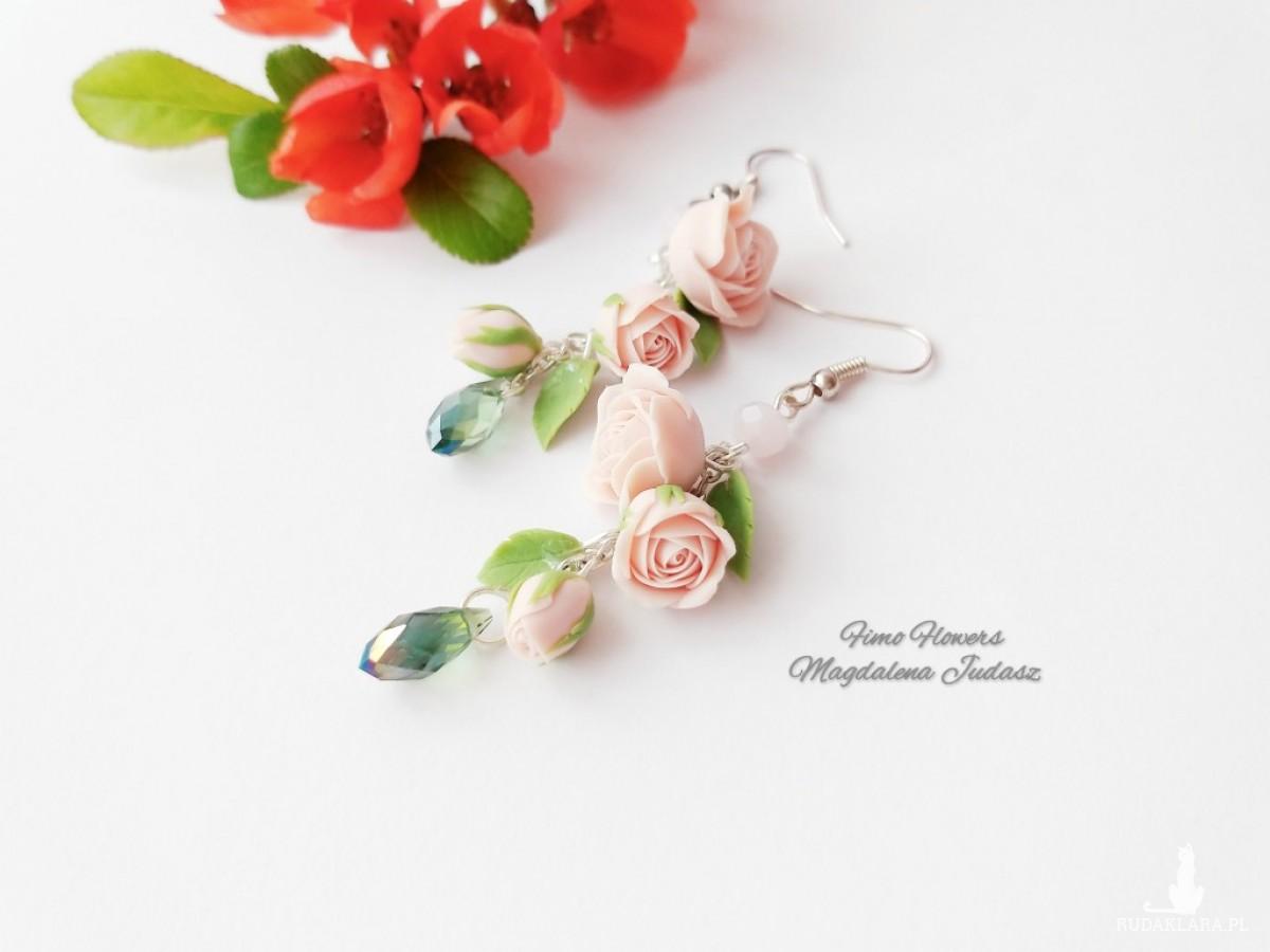 Kolczyki z pudrowymi różami