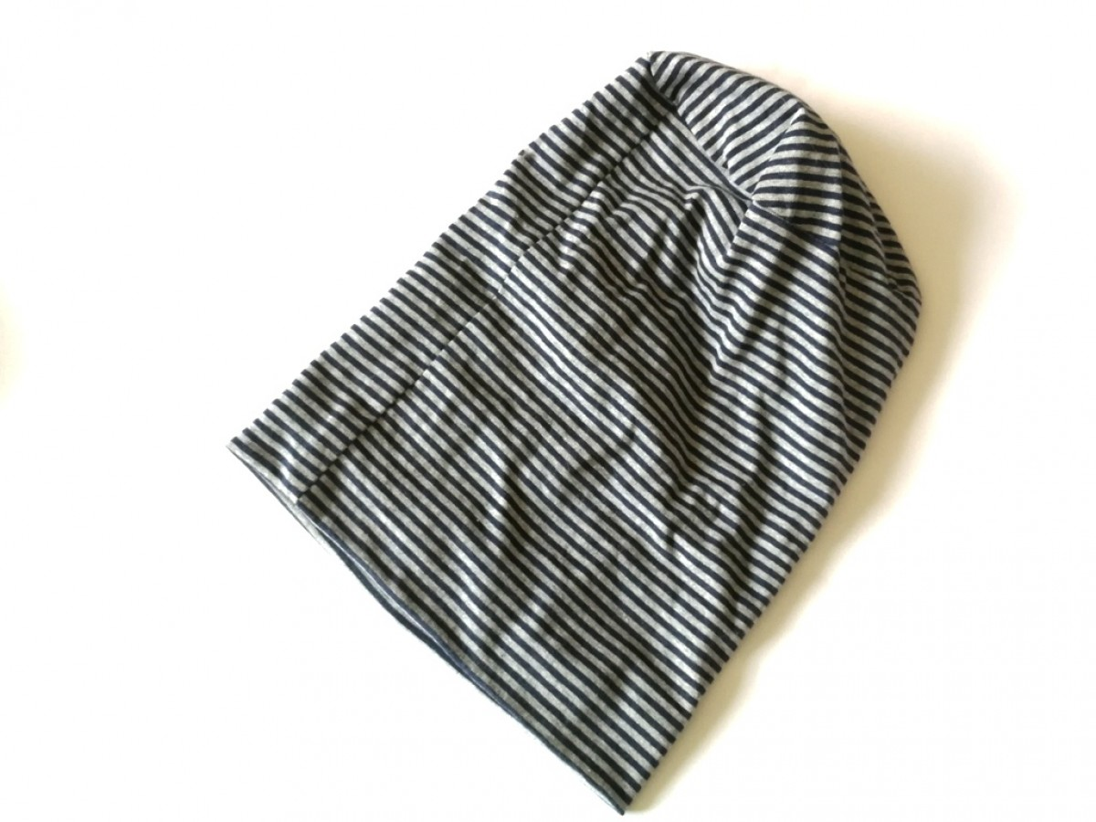 czapka dzianinowa w paski szaro granatowa sportowa wiosenna