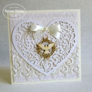 Kremowa pamiątka chrztu z ażurowym sercem, z kieszonką na banknoty