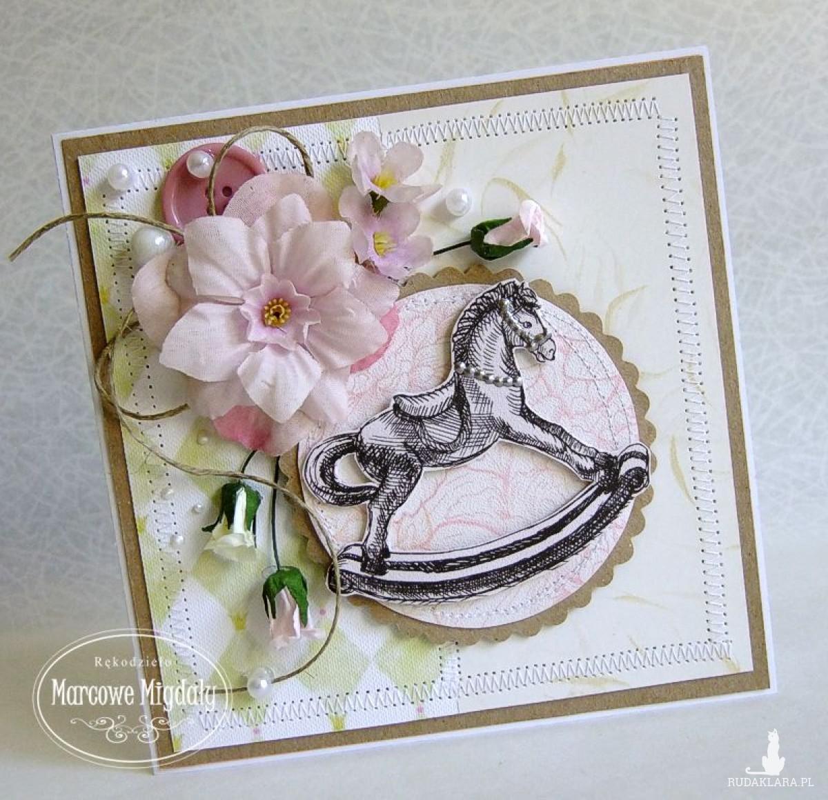 Kartka na chrzest lub roczek dla dziewczynki z konikiem na biegunach, z kieszonką na banknoty