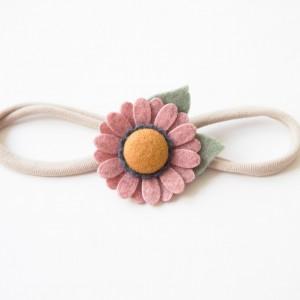 Opaska do włosów z kwiatuszkiem cameo pink