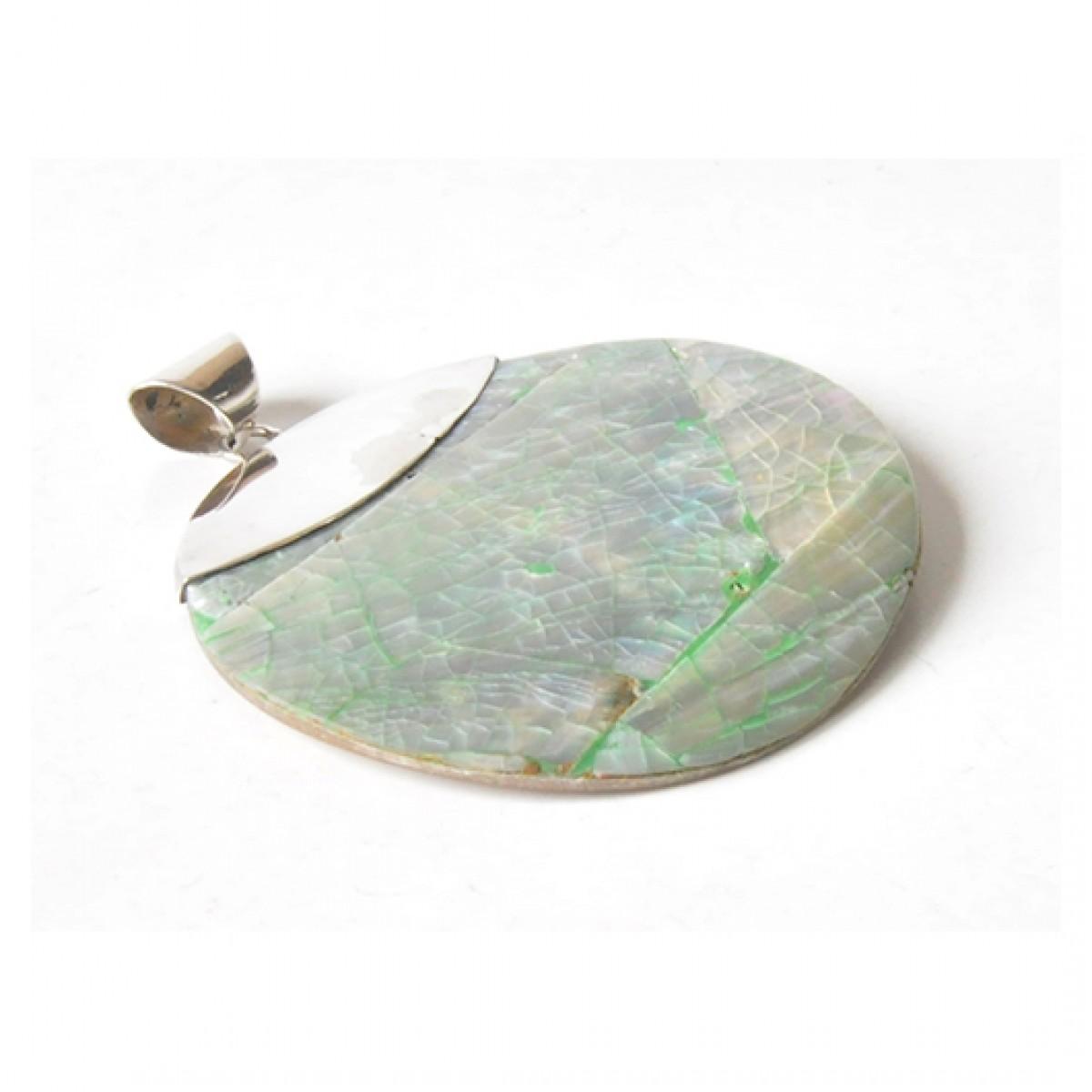 80 duży, srebrny wisiorek; muszla oprawiona w srebro; przywieziony z wyspy Bali