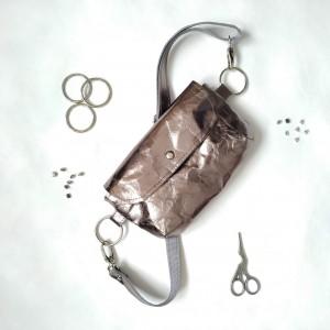 Srebrna Biodrówka- torebka na pas- nerka