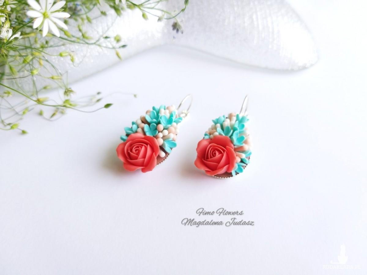 Kolczyki z koralową różą