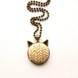 Naszyjnik beżowy kot sweterkowy
