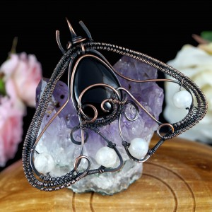 Ćma, Miedziamy wisior w kształcie ćmy, ręcznie wykonany, prezent dla niej, prezent dla mamy, prezent urodzinowy, niepowtarzalna biżuteria