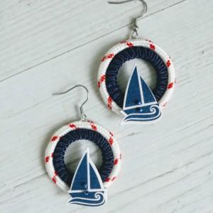 Duże okrągłe kolczyki w stylu marynarskim Round Sailor z żaglówką