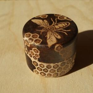 Pszczeli Skarbczyk - ręcznie wypalane drewniane puzderko